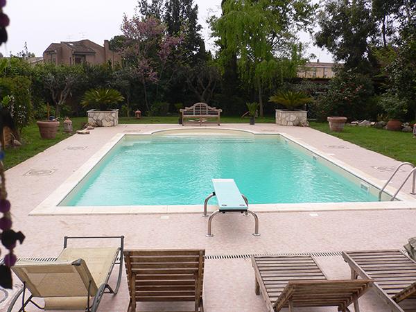 Piscine costi focus piscine impianti efficienti per - Quanto costa costruire una piscina ...